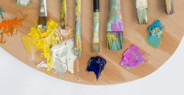 flat-lay-of-paint-brushes-with-palette